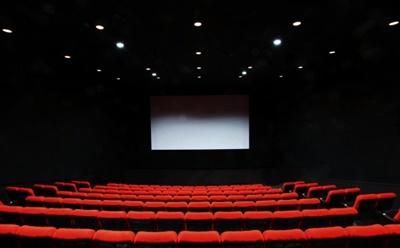 ホラー映画に誘う男の心理